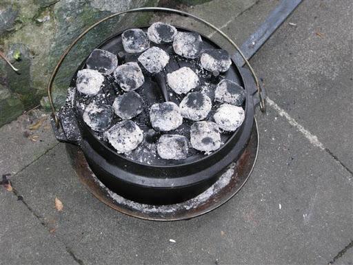 Lammragout in Knoblauch-Joghurt-Sauce aus dem Dutch Oven