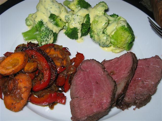Chateaubriand mit Sauce Hollandaise und verschiedenen Gemüsen