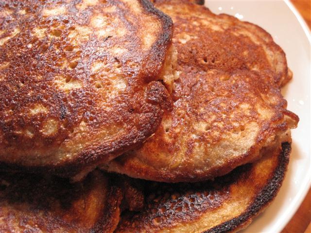 6-Korn-Pancakes mit Apfelstücken