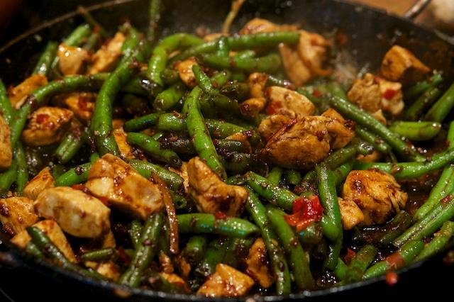 Stir-fried Chicken (pfannengerührtes Hähnchen mit Bohnen)