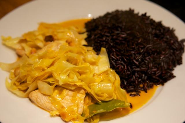 Panang-Curry mit Hähnchen und Spitzkohl