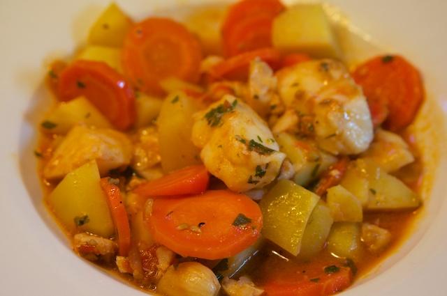 Kabeljau mit Gemüse und Olivenöl