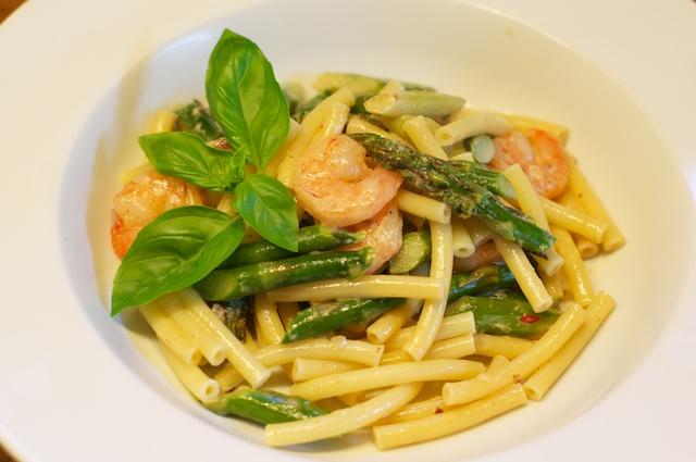 Pasta mit Garnelen und grünem Spargel