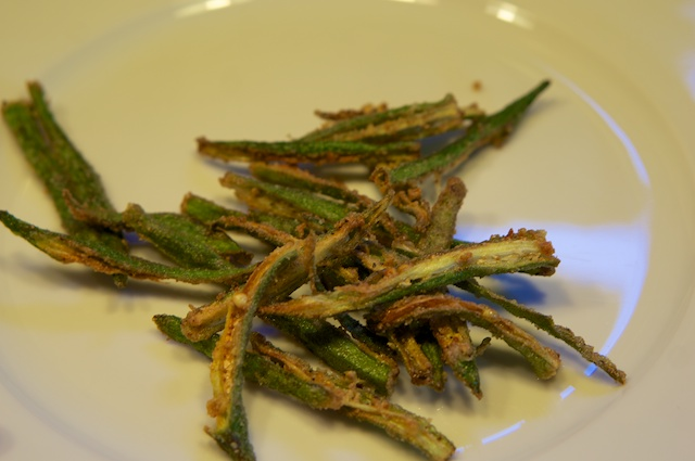 Bhindi ke Lachche – Frittierte Okrastreifen