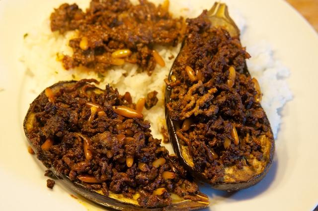 Gefüllte Auberginen mit Pinienkernen