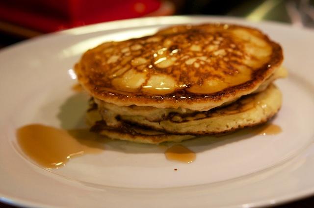 Fluffy Pancakes mit Ahornsirup