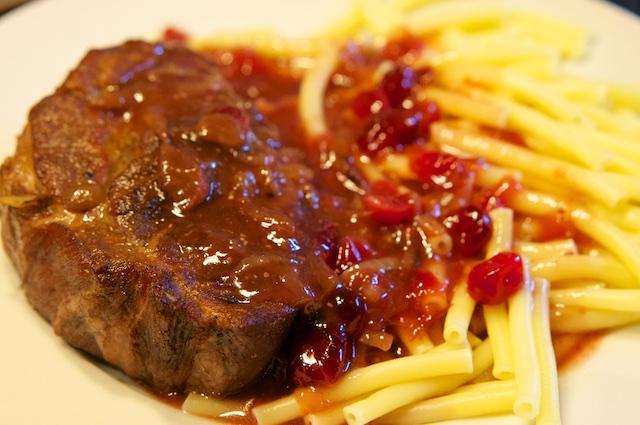 Schweinefleisch mit Cranberry-Sauce