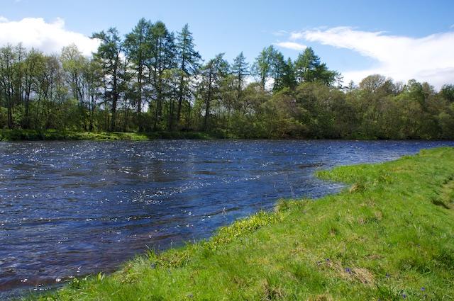 Am River Oich entlang