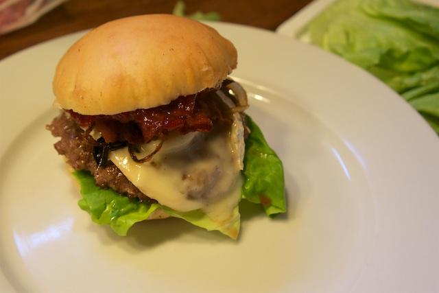 Hamburger DeLuxe mit Peyrigoux und Exotenfrucht